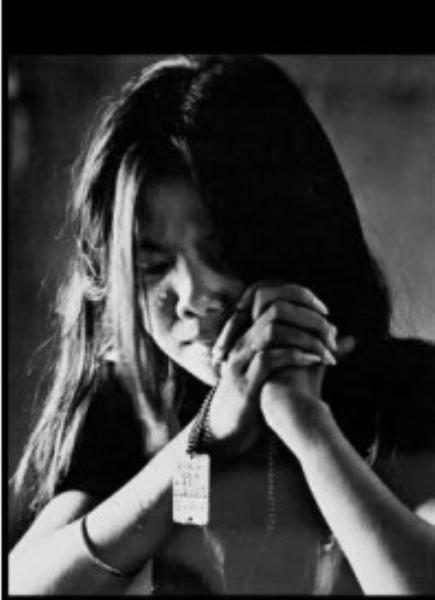 Image result for người con gái với tấm thẻ bài của người cha